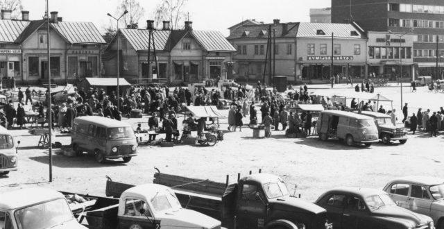 Torielämää 1960-luvun alussa Kouvolan kauppatorilla