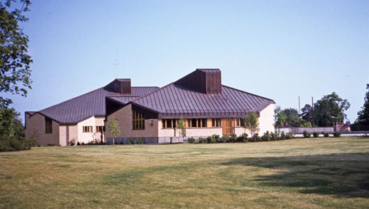 Kouvola-talon I osa kesäaikaan vuonna 1982-1986. Linkki vie Poikilo-museoiden kuvapalvelumaksuihin.