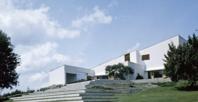 Kuvassa Alvar Aallon sunnittelema rakennus Maison Louis Carré, Bazoches-sur-Guyonne, Ranska, France.