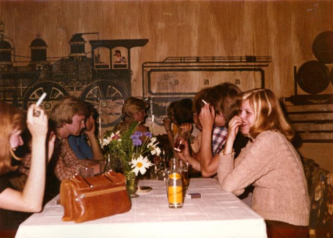 Nuoria Ravintola Red Carissa, joka toimi Kouvolan vanhan linja-autoaseman vintissä vjuosina 1969-1974
