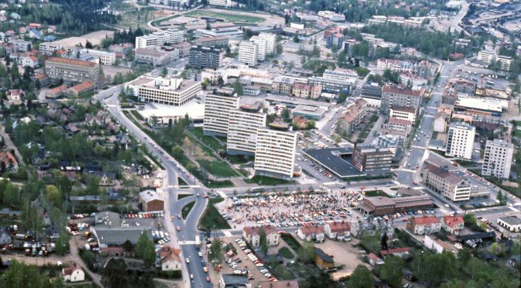 Kouvolan tori vuonna 1971. Kuva Eero Suikki.